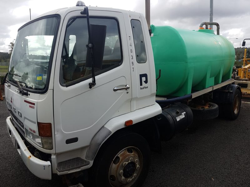 2005 Mitsubishi Fighter 4x2 Water Truck