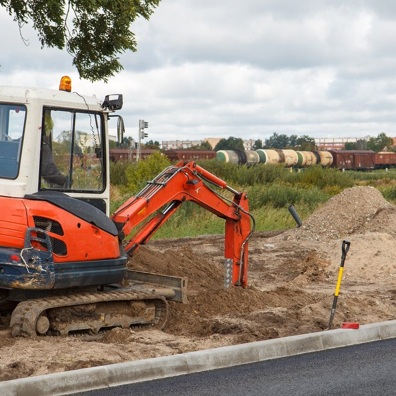 Advantages and Applications of Mini-Midi Excavators